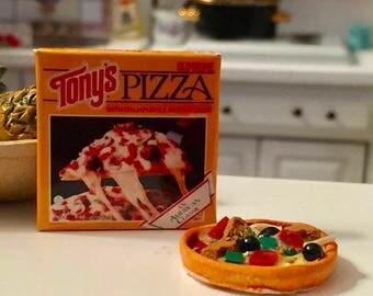 LD SALE Miniature Pizza and Box, Dollhouse Miniatures, 1:12 Scale, Miniature Food, Dollhouse Food, Accessory, Decor, Mini Pizza