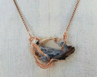 HANDMADE// Geode Slice Wire-wrapped Copper Finish Short Chain Necklace- Lobster Claw Clasp Closure