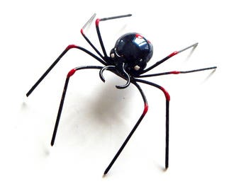 Small Single Black and Red Wire Spider, Wire Spider, Handmade Unique Spider, Gift for Spider Lover, Home Decoration, Bug Ornament,