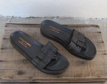 90s Donald J Pliner Flatforms Chocolate Brown Leather Thong Platform Sandals Modern Minimal Normcore Ladies Size 8.5-9