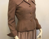 Vintage early 1950s Harella nip-waisted blush tweed suit jacket with notch collar and wing cuffs - S or UK10