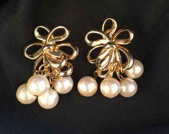 Gold Bow and Faux Pearl Dangle Clip On Earrings 80s Vintage Drop Dressy Bridal costume jewelry Earings