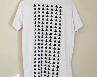 A White t shirt with Black triangles print // unisex