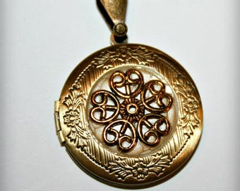 Locket necklace with Golden Flower and background eggshell (p)