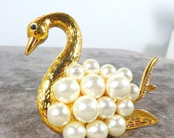 25% Off Vintage Liz Claiborne Pearl Swan Brooch Pin Gold plated  Figural Jewelry Pearl Bird Brooch