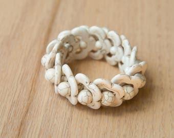 White howlite stone stretch bracelet CSP 380