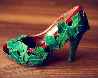 Holly leaves court shoe