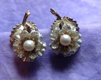 Vintage Pearl Earrings, Pearl Flower Earrings, Clip on Earrings, White Flower Earrings