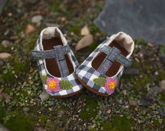 Meelo T-straps in Gingham