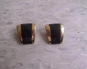 vintage clip earrings goldtone black enamel monet