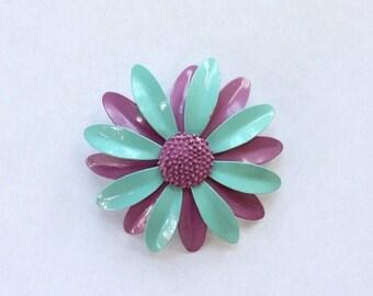 ON SALE 60s Mod Metal Daisy Brooch / 60s Flower Pin