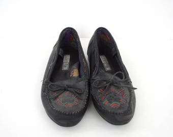 SALE Vintage black leather moccasins / southwestern embroidered / size 8