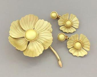 Summer Jewelry Flower Brooch Earrings Set - 1960s Enamel Flower Set - Statement Floral Yellow Clip On Earrings Set - Jewelry Gift for Mom
