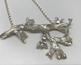 The seaweed pendant