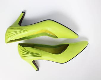 80s Neon Green Pumps / Lime Green Shoes / 1980s Heels / Green High Heels / Deadstock Shoes / Size 9