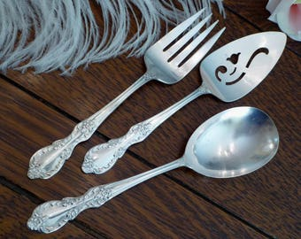 Grand Elegance aka Southern Manor by Wm Rogers Mfg Co 1959 (3) Serving Pcs Meat Fork Casserole Spoon Cake Server