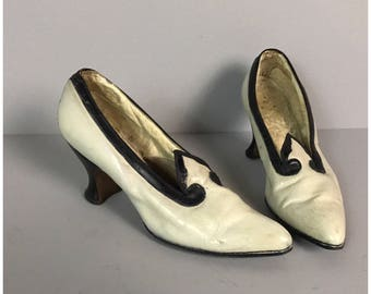 Vintage 1930s Art Deco Two Tone Black and White Leather Heels / Women's XS / Art Deco Slip On Leather Shoes AS IS Display Piece