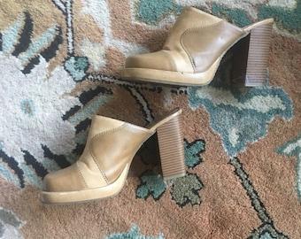 Tan leather chunky heel 90s clogs
