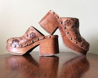 Vintage Hippie Boho Clogs Genuine Leather & Wood Platform Sole Chunky Block Heel Groovy Flower Power Applique by Candies 90s does 70s sz 7