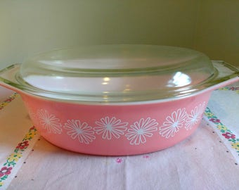 Vintage Pink Pyrex Pink Daisy Casserole 2 1/2 Quart With Lid 1950s 1956 Oval Dish
