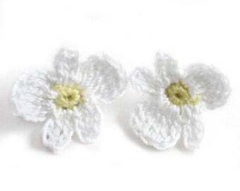 Earrings - Vegan Earrings - Vegan Jewelry - Earrings Studs - Crochet Earrings - Flower Earrings - Stainless Steel Earrings - White Earrings