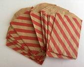 """Vente sachets papier Mini - rayures diagonales rouges - 2,75 """"x 4» en papier Kraft brun"""
