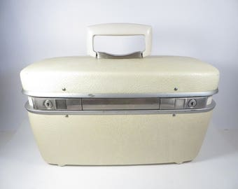 Vintage Royal Traveller White Train Case -  White Royal Traveller Medalist Travel Case