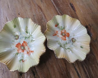 Pair of small vintage porcelain dishes