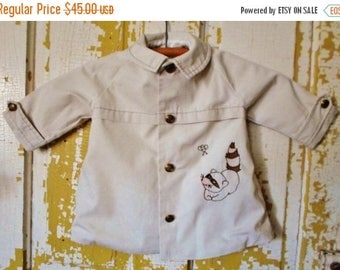 ON SALE Vintage Little Unisex Light Coat, Tan With Racoon And Bee Applique, Satin Lining, Light Jacket, Summer, Spring, Fall