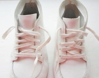 ON SALE Vintage Jumping Jacks Cuddlers Babies Shoes Size 4, Leather Upper and Leather Soles, Lace Up Closures, High Top, White Leather, Todd