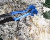 A 400 g (14 oz) pack  White Merino fleece, 10-12 cm staple length, raw fleece