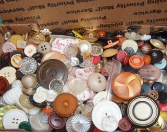 Sm Flat Rate box full of Vintage Craft Buttons 11