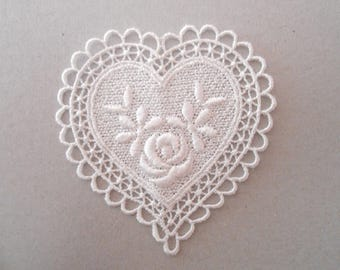 Apply heart embroidered with 6.5 x 7 cms for your creations