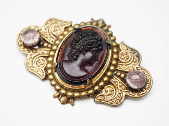 Glass Cameo Bar  Brooch - Purple molded glass- Gold Brass Metal - women profile - Victorian pin