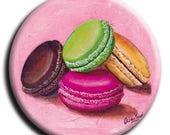 Magnet aimant  avec 4 macarons sur fond rose pâle diamètre 45 mm