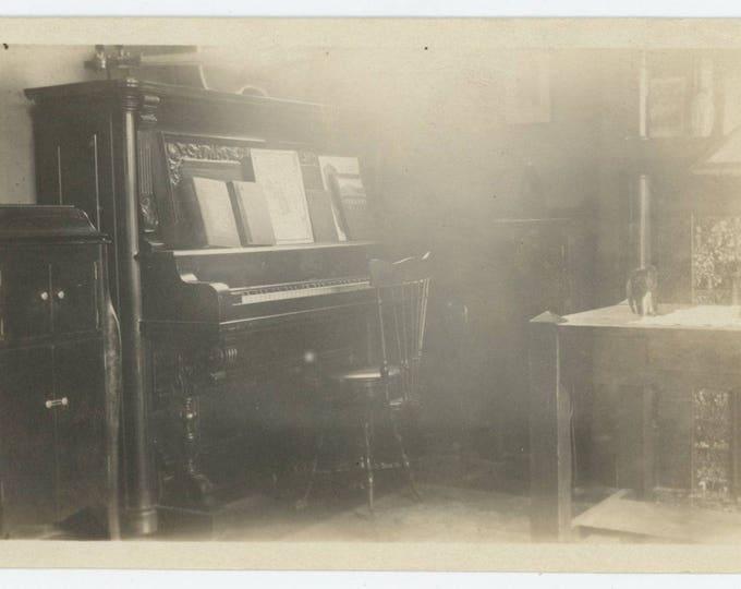 Vintage Snapshot Photo: Parlor, Piano, c1910s (711619)