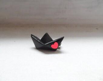 Brooch boat origami love