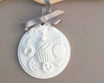 Plaster Medallion in the small sweetness