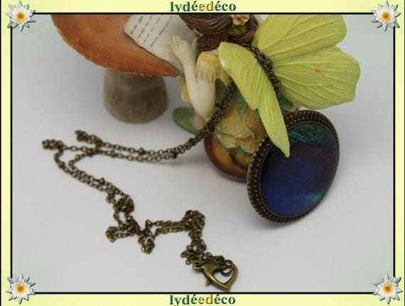 Necklace vintage retro feather of peacock blue green black resin and brass Locket 25mm heart clasp ball chain