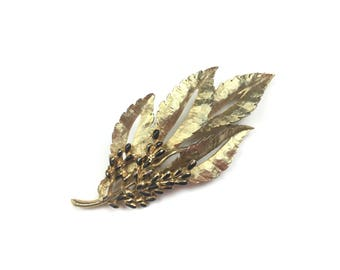 Vintage brooch, Leaf brooch, Fall brooch, autumn brooch, gold brooch, berry brooch