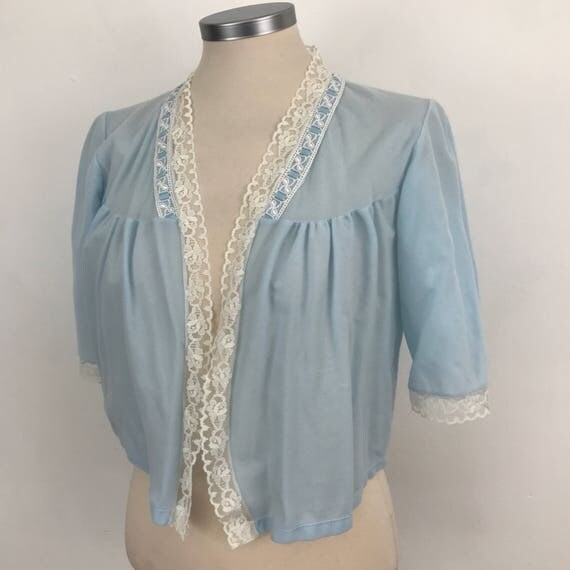Vintage bed jacket baby blue wincyette cropped boudoir capelet vintage cream lave edge UK 10 paslet nylon pin up bedroom nightwear 50s 60s