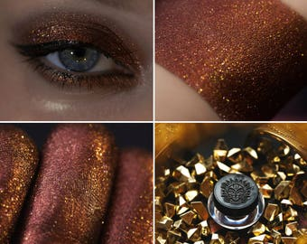 Eyeshadow: Entranced By His Treasure - Dragonblood. Red-brown eyeshadow by SIGIL inspired.