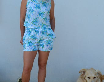 END of SEASON SALE 25% off!! Beach shorts, pockets, vintage fabric, floral print, blue and white short