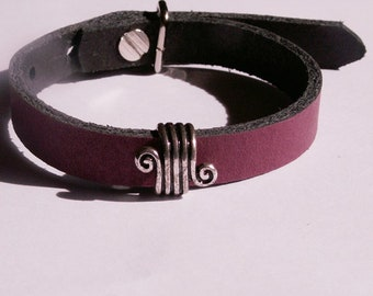Bordeauxfarbenes, Matt leather bracelet with Verschnörkeltem slider