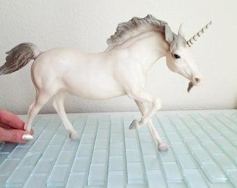 Breyer Unicorn Model USA Horse Statue Collectible Discontinued White Horse