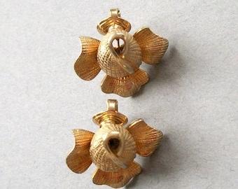 SUMMER SALE Vintage Earrings CASTLECLIFF Flower Earrings Gold Tone Signed Stamped Clip On Figural Flower Earrings Set