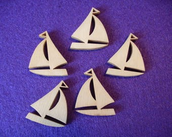 10 Sailing Boats / Wood / 2.5 x 3 cm (13-0002A)