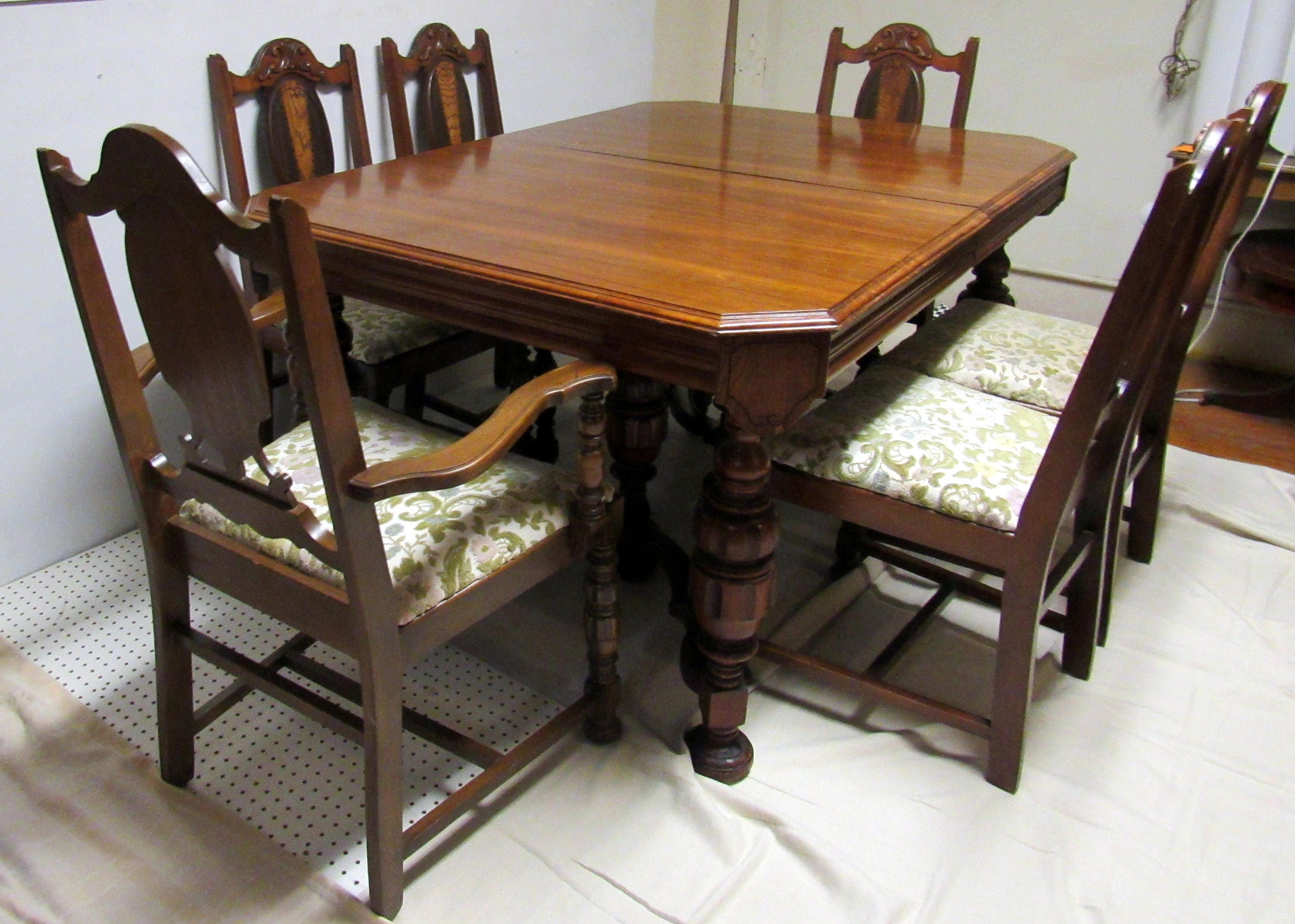 1920 s Dining Table and 6 chairs with butterfly leaf