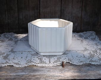 Vintage Haeger Ivory Ribbed Hex Planter/Haeger USA 8410 Planter/Home Decor/Indoor Gardening/Home & Living/Home and Garden/Planters and Pots