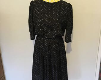 Womens Vintage Black 70s 80s Polka Dot Dress Size 10 Medium Boat Neck High Waist Mid Length 3/4 Sleeve Retro